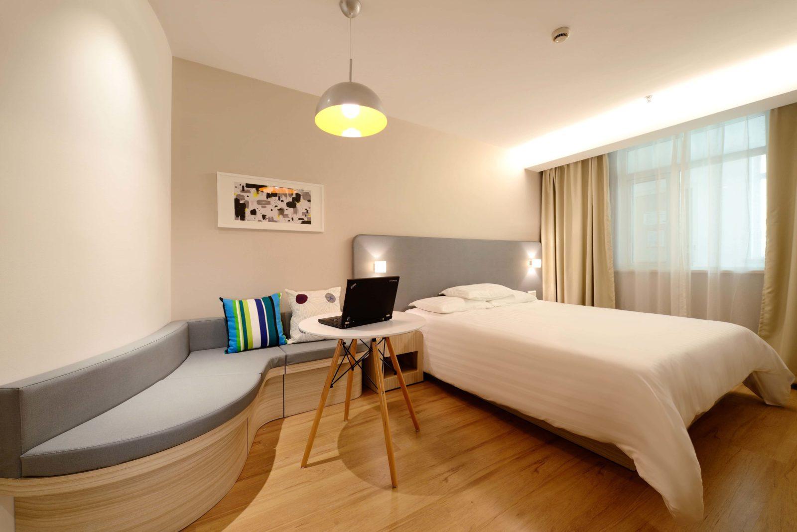 How to obtain instant elite hotel status