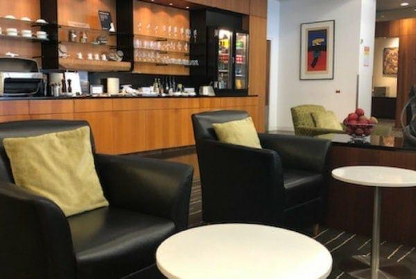 qantas auckland lounge