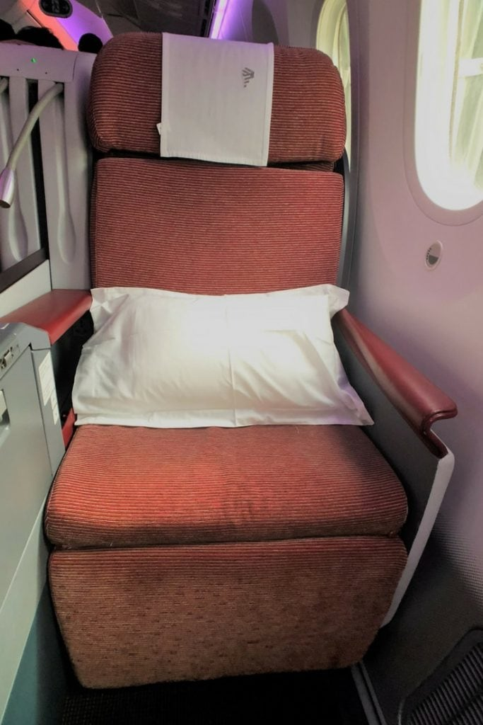 LATAM BUSINESS CLASS SEAT FRONT VIEW