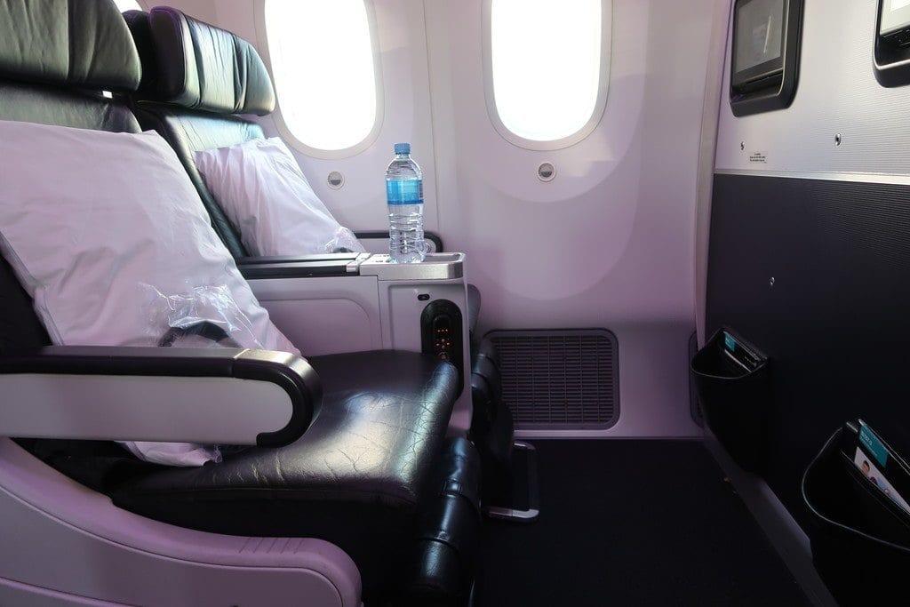 leather-premium-economy-seats-air-new-zealand-premium-economy