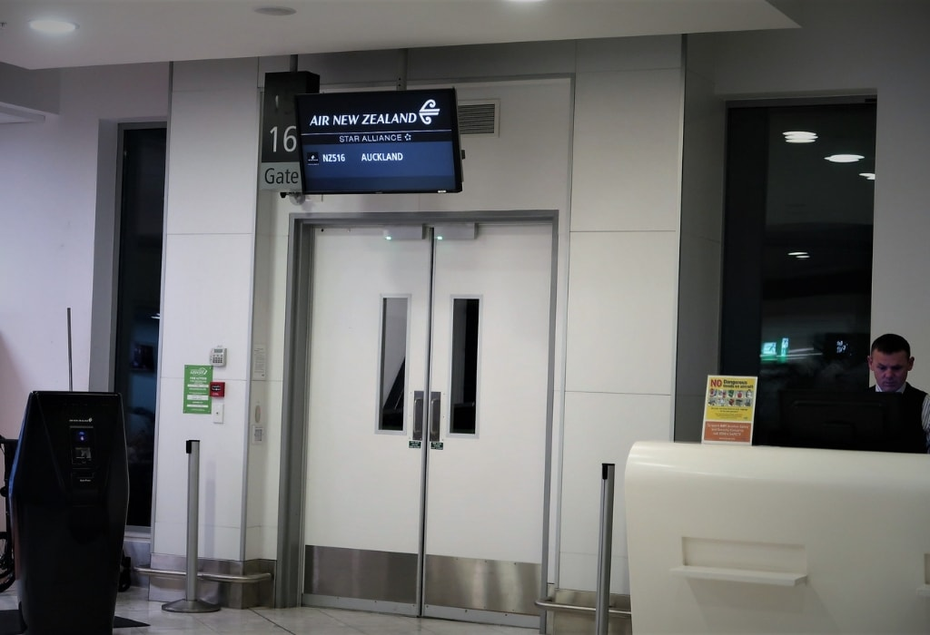 air new zealand economy review boarding gate 16