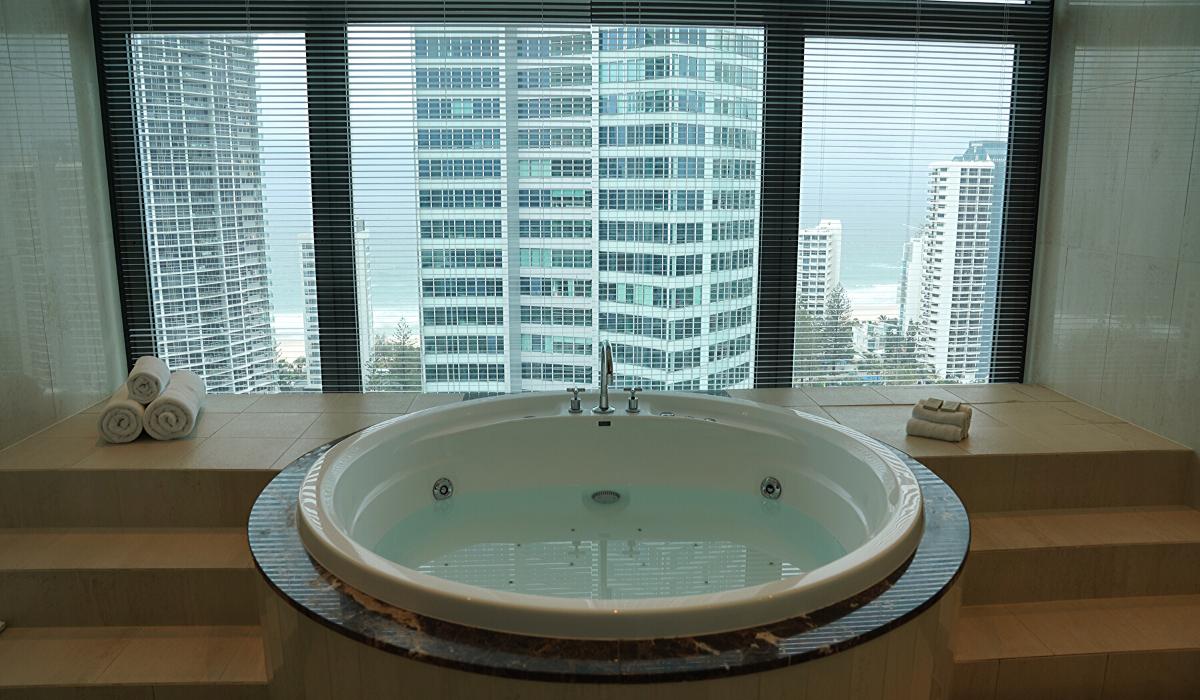 voco gold coast bath view to pacific ocean