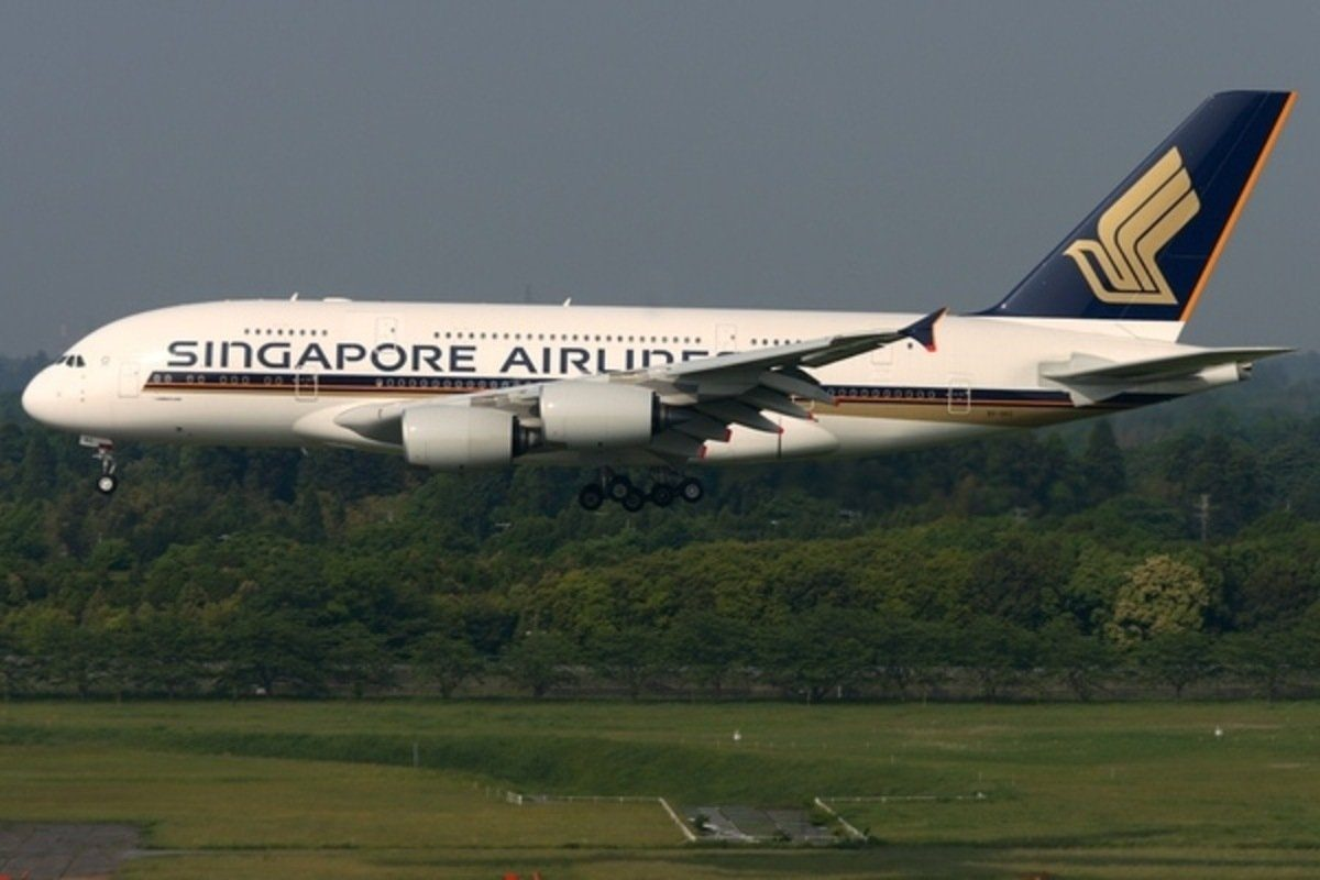 singapore airlines a380 landing